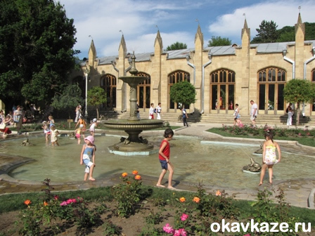 В фонтане не купаться :)